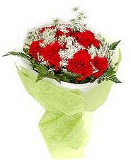 Muş çiçek , çiçekçi , çiçekçilik  7 adet kirmizi gül buketi tanzimi