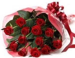 Muş anneler günü çiçek yolla  10 adet kipkirmizi güllerden buket tanzimi