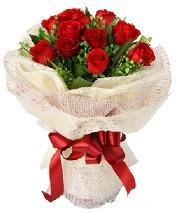 12 adet kırmızı gül buketi  Muş anneler günü çiçek yolla
