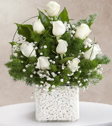 9 beyaz gül vazosu  Muş çiçek satışı