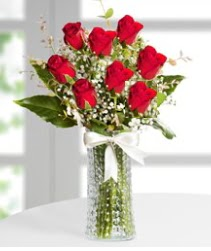 7 Adet vazoda kırmızı gül sevgiliye özel  Muş çiçek siparişi sitesi