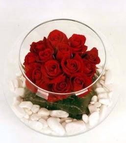 Cam fanusta 11 adet kırmızı gül  Muş çiçek gönderme