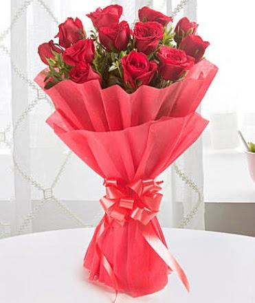 12 adet kırmızı gülden modern buket  Muş çiçek yolla