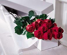 Muş çiçek satışı  özel kutuda 12 adet gül