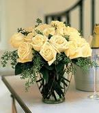 Muş çiçek siparişi sitesi  11 adet sari gül mika yada cam vazo tanzim
