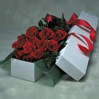 Muş online çiçek gönderme sipariş  11 adet gülden kutu