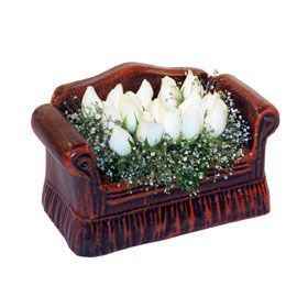 seramik içerisinde 11 gül  Muş hediye çiçek yolla