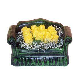 Seramik koltuk 12 sari gül   Muş ucuz çiçek gönder