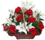 sepette gül ve kazablankalar   Muş çiçekçi mağazası