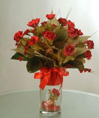 yapay güllerden vazo  9 gül  Muş uluslararası çiçek gönderme