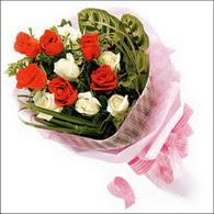 5 kirmizi 5 beyaz güllerden   Muş online çiçek gönderme sipariş