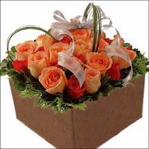 kare sandikta 11 gülllerden   Muş çiçekçi mağazası