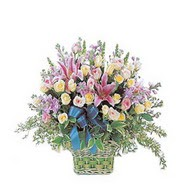 sepette kazablanka ve güller   Muş çiçek gönderme