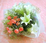 Muş çiçek yolla  lilyum ve 7 adet gül buket