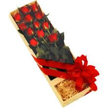 kutuda 12 adet kirmizi gül   Muş çiçek yolla