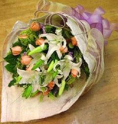 Muş internetten çiçek satışı  11 ADET GÜL VE 1 ADET KAZABLANKA