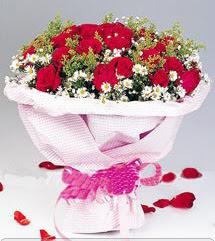 Muş internetten çiçek satışı  12 ADET KIRMIZI GÜL BUKETI