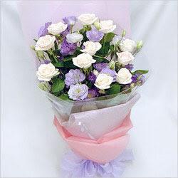 Muş internetten çiçek satışı  BEYAZ GÜLLER VE KIR ÇIÇEKLERIS BUKETI