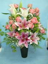 Muş internetten çiçek satışı  cam vazo içerisinde 21 gül 1 kazablanka