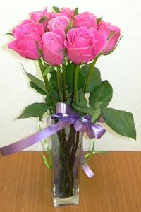 cam vazo içerisinde 11 adet gül  Muş internetten çiçek satışı