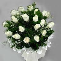 Muş hediye çiçek yolla  11 adet beyaz gül buketi ve bembeyaz amnbalaj