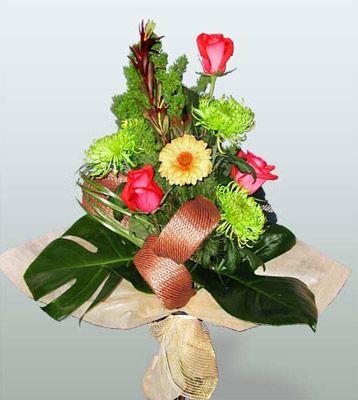 Muş ucuz çiçek gönder  3 adet gül 4 adet gerbera çiçegi sade buket