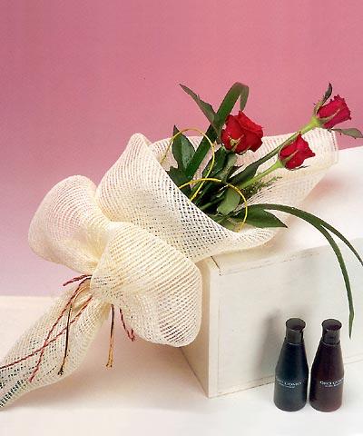 3 adet kalite gül sade ve sik halde bir tanzim  Muş internetten çiçek siparişi