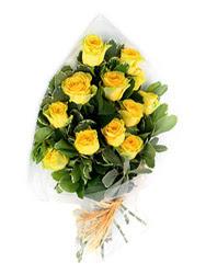 Muş güvenli kaliteli hızlı çiçek  12 li sari gül buketi.