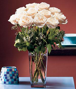 Muş hediye sevgilime hediye çiçek  Cam yada mika vazo içerisinde 12 gül