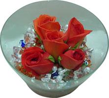 Muş 14 şubat sevgililer günü çiçek  5 adet gül ve cam tanzimde çiçekler