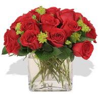 Muş çiçekçi telefonları  10 adet kirmizi gül ve cam yada mika vazo