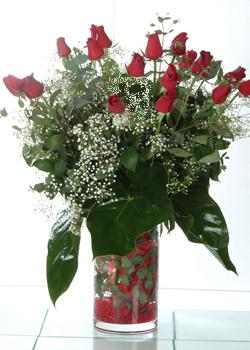Muş güvenli kaliteli hızlı çiçek  11 adet kirmizi gül ve cam yada mika vazo tanzim