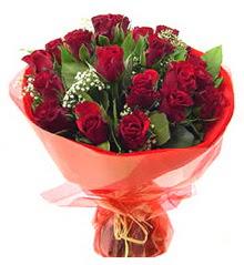 Muş anneler günü çiçek yolla  11 adet kimizi gülün ihtisami buket modeli
