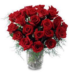 Muş çiçek gönderme sitemiz güvenlidir  11 adet kirmizi gül cam yada mika vazo içerisinde