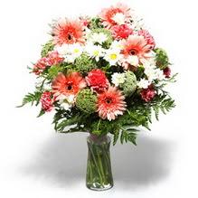 Muş çiçekçiler  cam yada mika vazo içerisinde karisik demet çiçegi