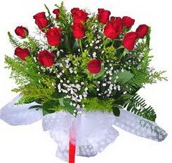 Muş çiçek satışı  12 adet kirmizi gül buketi esssiz görsellik