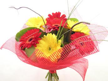 9 adet gerbera çiçeklerinden buket  Muş çiçek satışı