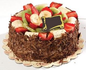 pastaci firmasindan 4 ile 6 kisilik çikolata meyvali yaspasta  Muş çiçek siparişi sitesi