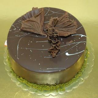 pastaci ustamizdan 4 ile 6 kisilik fistikli çikolatali yaspasta  Muş çiçek servisi , çiçekçi adresleri