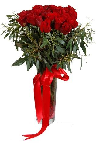 15 adet kirmizi gül cam vazo içerisinde  Muş internetten çiçek satışı