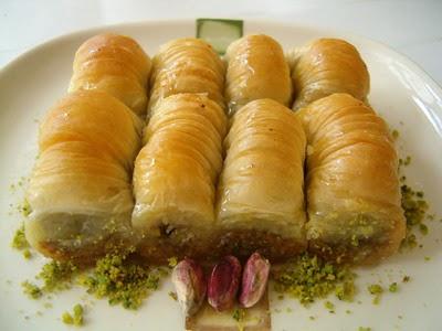 tatli gönder Essiz lezzette 1 kilo Fistikli Sari Burma  Muş cicekciler , cicek siparisi