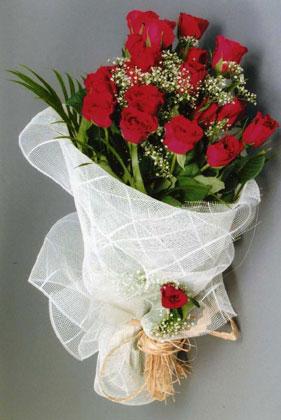 10 adet kirmizi güllerden buket çiçegi  Muş yurtiçi ve yurtdışı çiçek siparişi