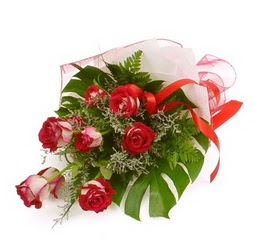 Çiçek gönder 9 adet kirmizi gül buketi  Muş çiçek siparişi vermek