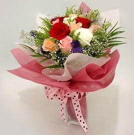 Karisik renklerde 11 adet gül buketi  Muş çiçek gönderme