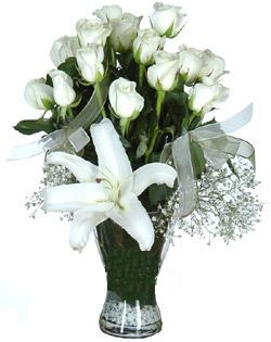 cam içerisinde 11 beyaz gül ve 1 kazablanka  Muş çiçek siparişi sitesi