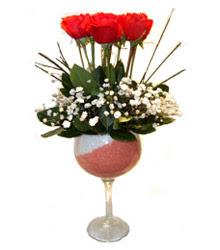 Muş çiçekçiler  cam kadeh içinde 7 adet kirmizi gül çiçek