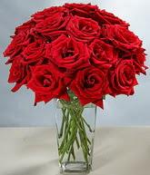 Muş çiçekçi mağazası  cam vazoda 11 kirmizi gül  Muş hediye sevgilime hediye çiçek