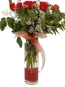 Muş uluslararası çiçek gönderme  11 adet kirmizi gül vazo çiçegi