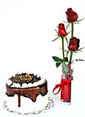 Muş çiçek siparişi vermek  vazoda 3 adet kirmizi gül ve yaspasta