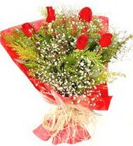 Muş anneler günü çiçek yolla  5 adet kirmizi gül buketi demeti